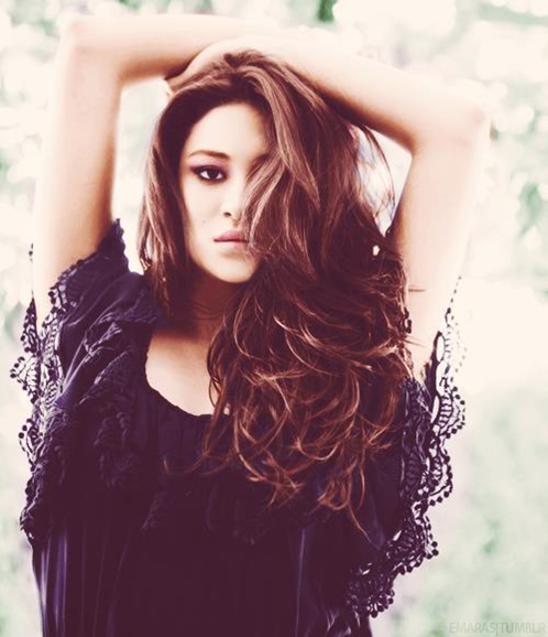 Shay Mitchell My Favorite Liar Literally One Of The Most Gorgeous Girls Ever I Really Wish I Looked Li Shay Mitchell Pretty Little Liars Long Hair Styles