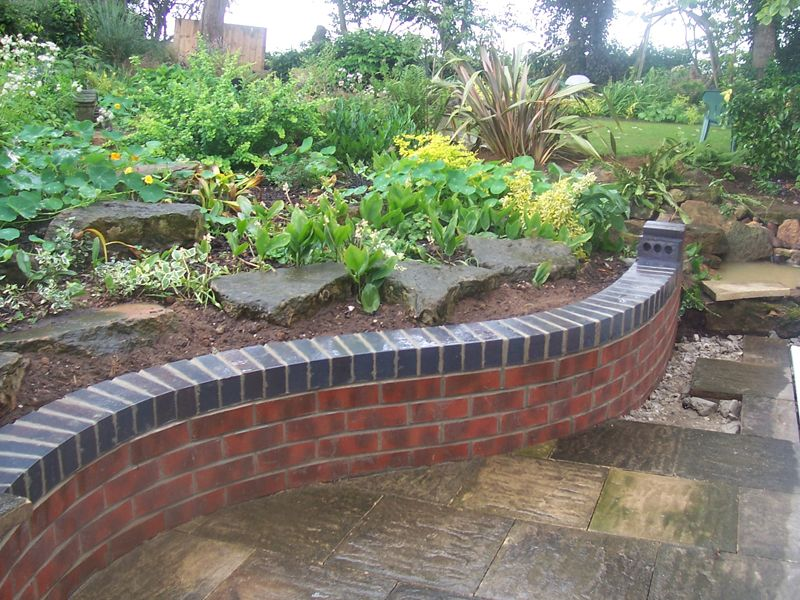 Curved Raised Bed With Red And Blue Bricks Brick Wall Gardens