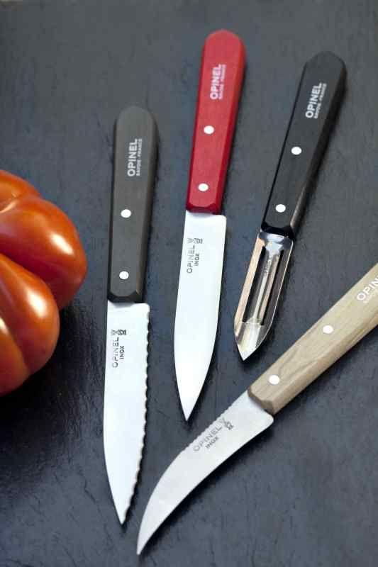 Découvrez les traditionnels couteaux d'office, polyvalents et très utiles en cuisine pour couper, trancher et émincer les aliments de toutes vos préparations