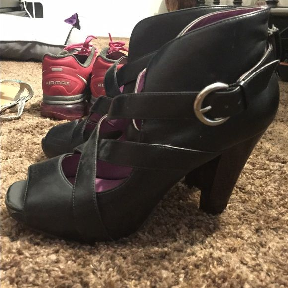 Madden Girl heels These are soooo cute! Madden girl heel strapped booties. They look great with skinny jeans or a cute dress! They do have some wear and scuffs on front toe part and the back, which is all shown in pictures. Price reflects the flaws ☺️ Madden Girl Shoes Heels