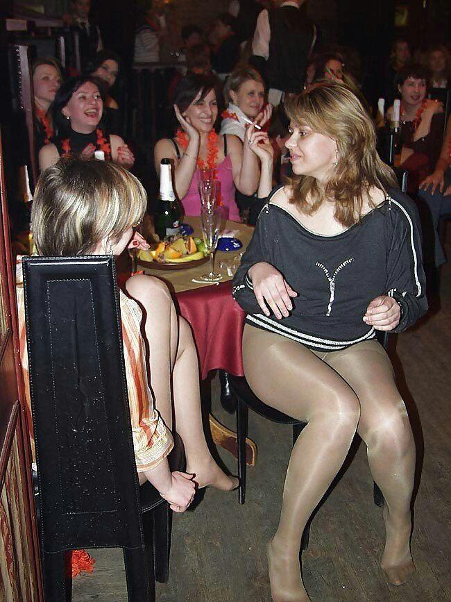 взрослая вечеринка пьяных дамочек
