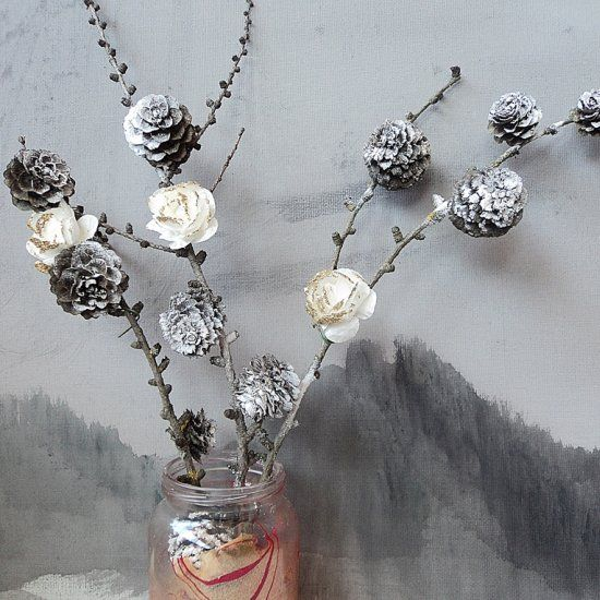 Use pine cones and some white flowers to make spring decoration. (in Serbian)
