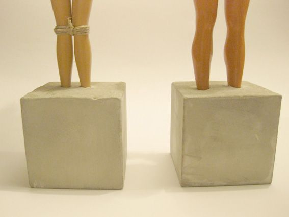 wahlweise t rstopper oder briefbeschwerer aus barbie nebst ken in beton upcyclingjanuary2012. Black Bedroom Furniture Sets. Home Design Ideas