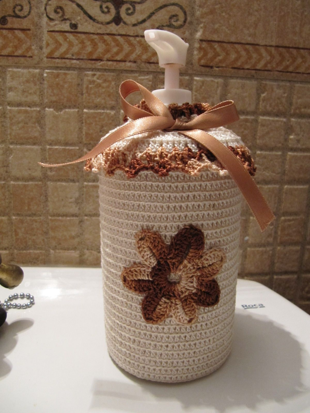 Crochet dispensador funda de ganchillo para dosificador for Dosificador jabon ducha