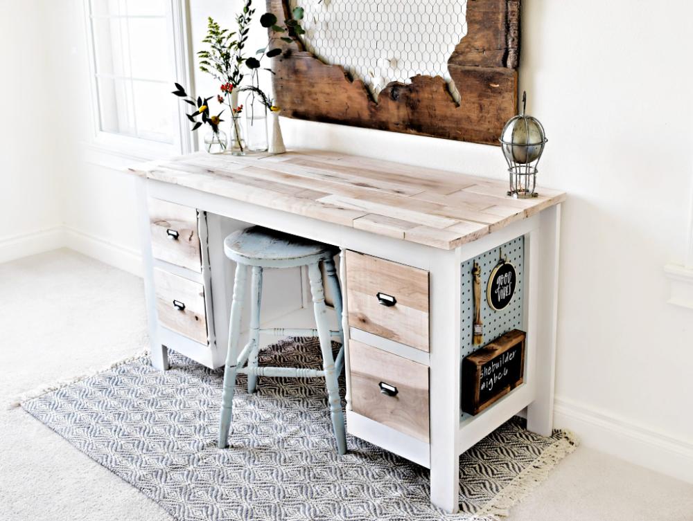 IGBC6 - DIY Modern Farmhouse Desk Reveal - Tinsel + Wheat #gamingdesk
