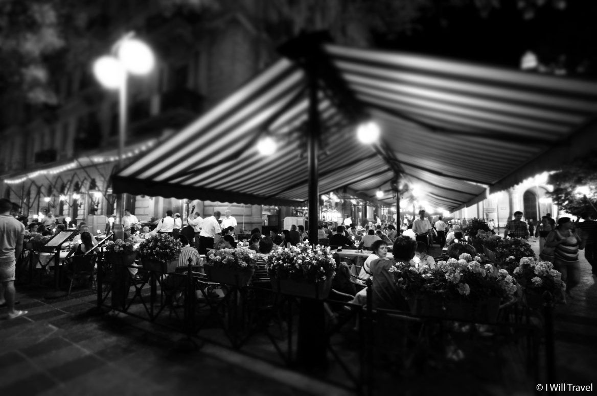 Restaurants with patios on the street of Budapest