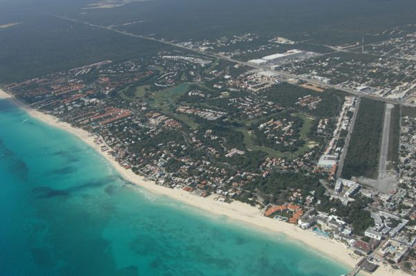Playa del Carmen Vista Aerea by Enrique Dominguez, via Behance   Vista  aerea, Playa del carmen, Playa