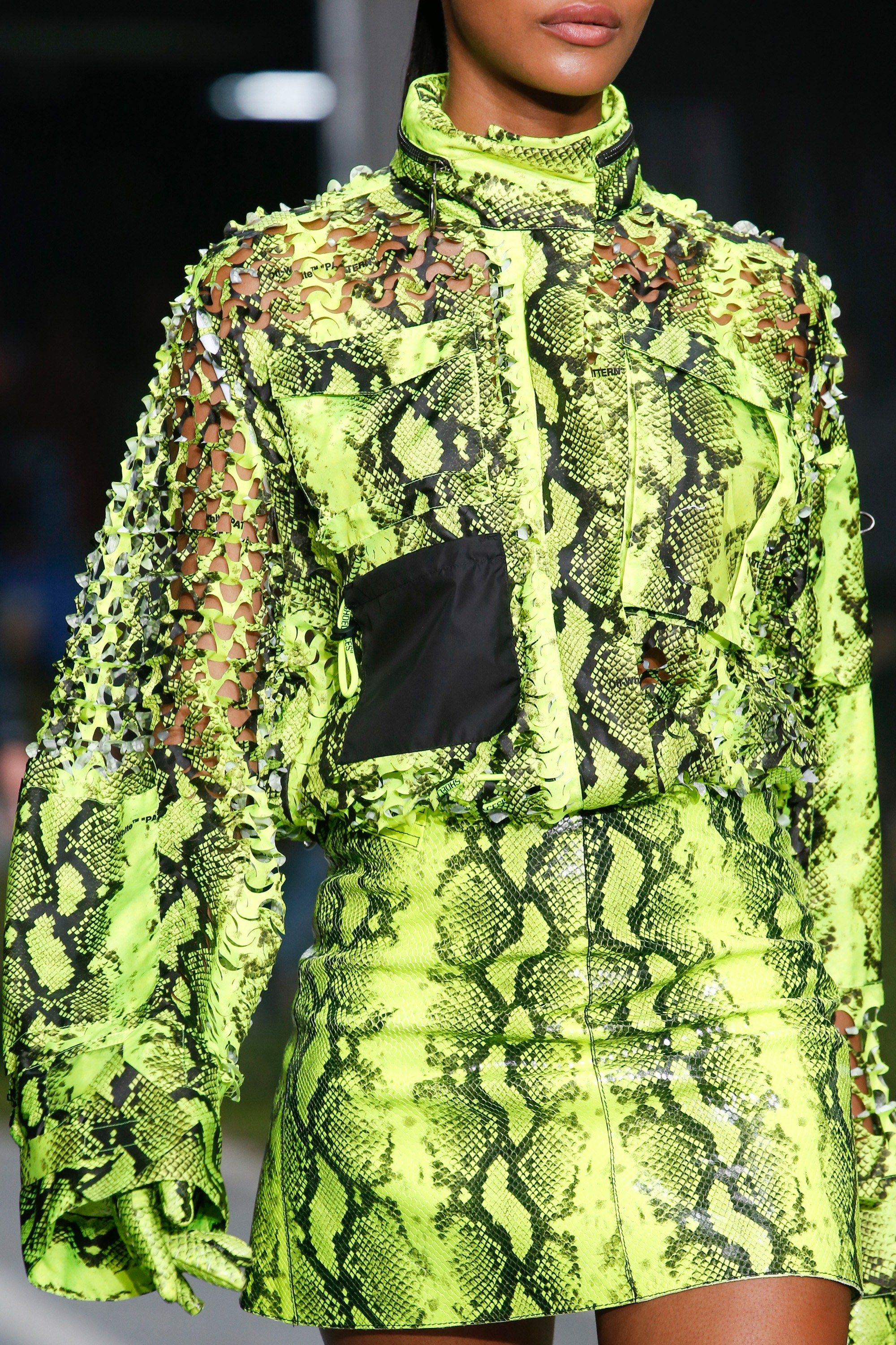 Off White Spring 2019 Ready to Wear Fashion Show | 패션 </p>                     </div>   <!--bof Product URL --> <!--eof Product URL --> <!--bof Quantity Discounts table --> <!--eof Quantity Discounts table --> </div>                        </dd> <dt class=