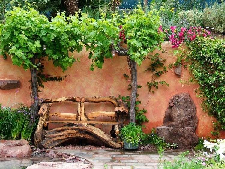 Bricoler en vieux objets devient un hobby toujours plus populaire mais ne vous imaginez pas un décharge de vieilleries la décoration jardin en objets