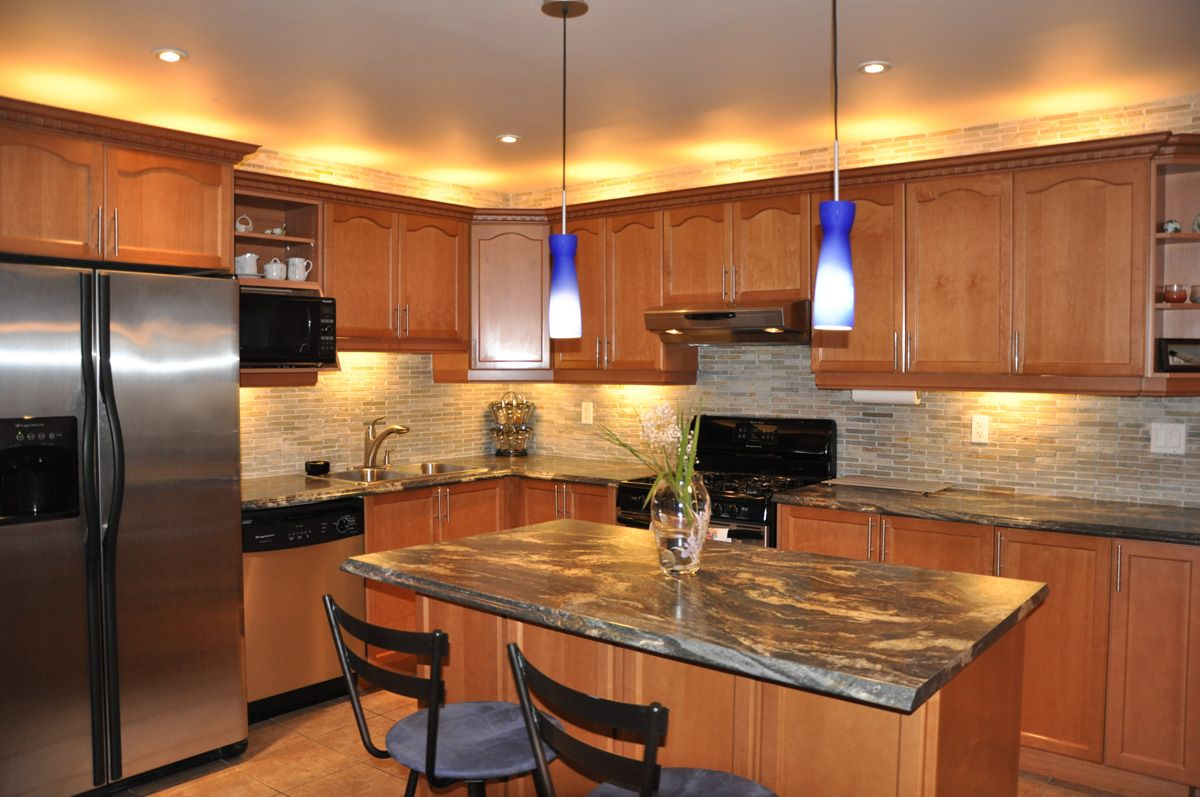 Wooden doors stone backsplash and formica 180fx blue for Blue countertops kitchen ideas