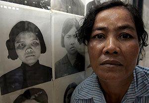 Math es la única mujer de las ocho personas de las que se sabe pudieron salir con vida de la cárcel secreta creada por la cúpula del régimen y su líder, Pol Pot, que era conocida como 'S-21' en los documentos oficiales encontrados tras el genocidio.