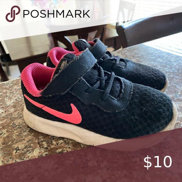 Toddler girls black pink Nike 8c in