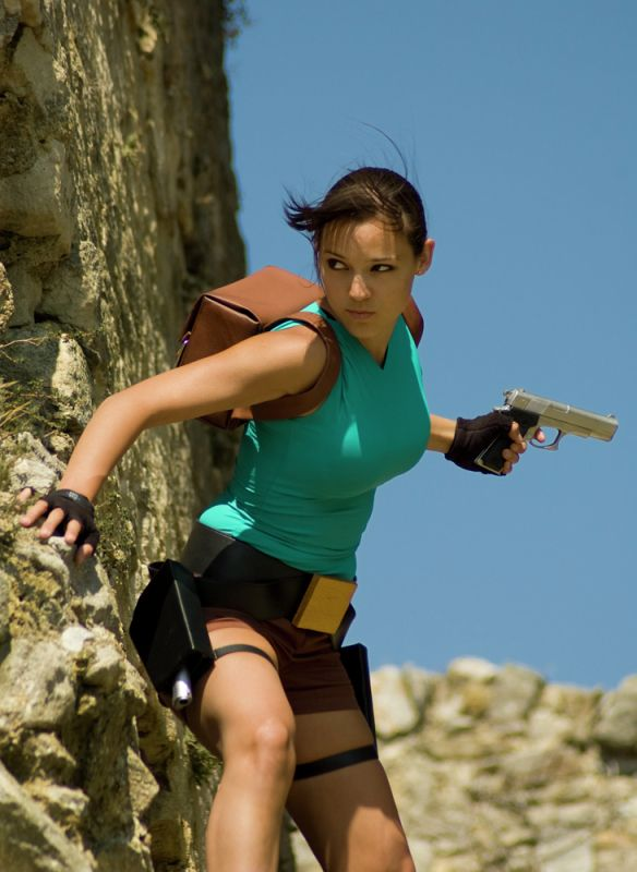 Lara Croft from Tomb Raider - Daily Cosplay .com