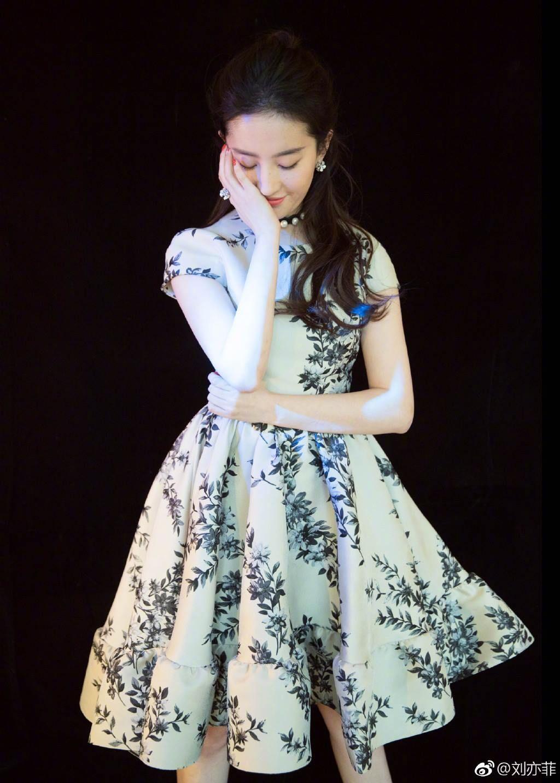 Actress Liu Yifei releases new photos China