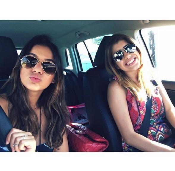 084d7a4a73e26 Carfie - selfie no carro - é mania entre famosos que amam o Instagram