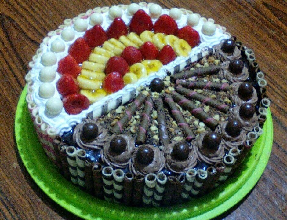 تورتة بالفواكه و الشوكولا و المكسرات Yummy Food Dessert Dessert Recipes Food