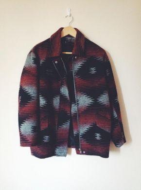 Precioso abrigo con estampado étnico en talla XS de Mango de la última temporada de invierno 2014.