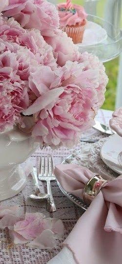 Gorgeous soft pink tablescape