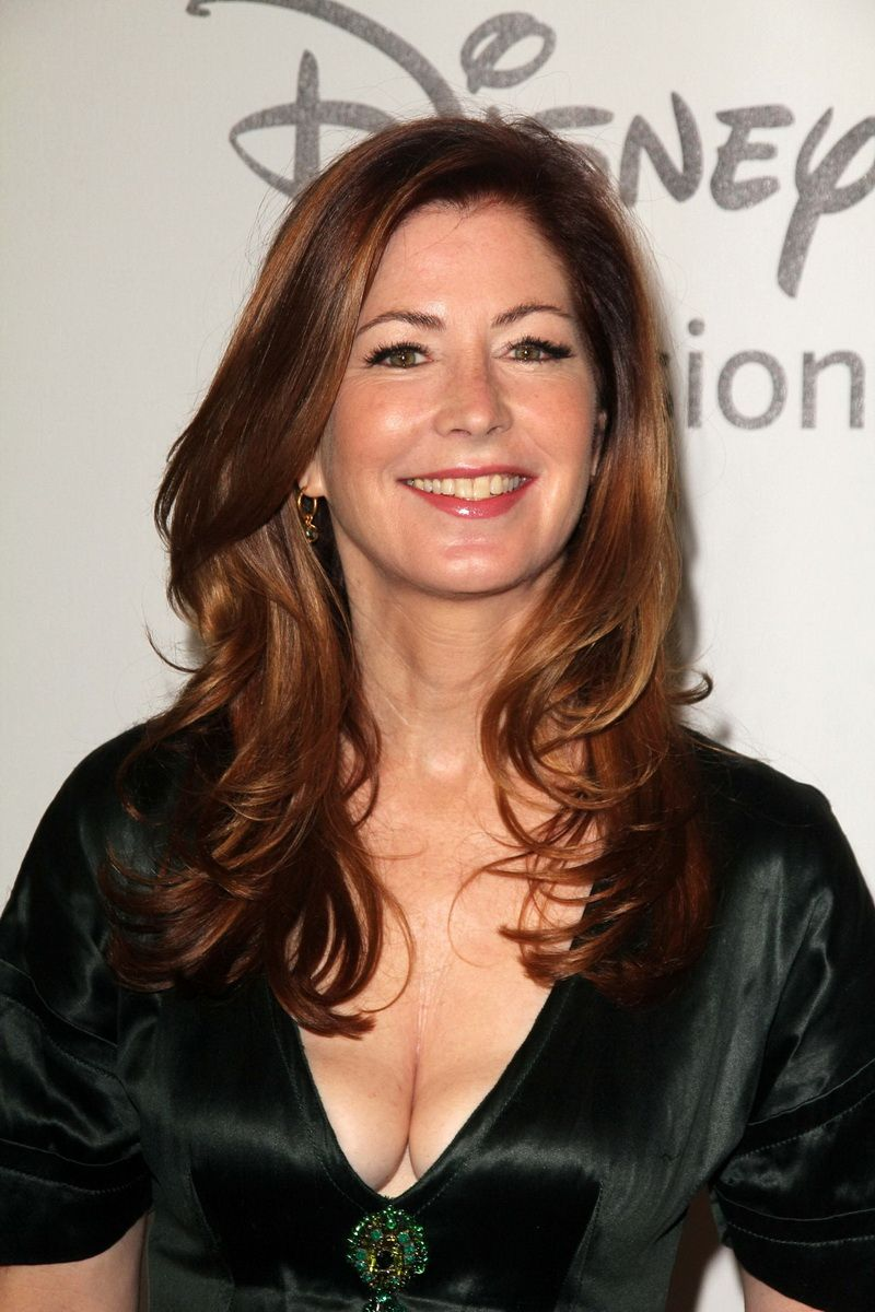 Dana Delany Plastic Surgery Tell Us The Story Of When An Aging Beauty Comes Face To Face With Career Mortality Dana Delany Hairstyle Naturally Beautiful Women