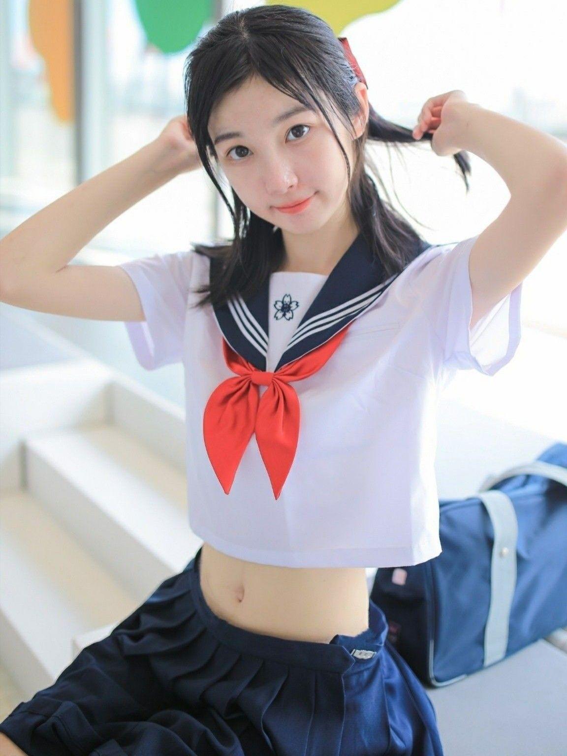 水手服制服美少女 露出小蠻腰》Cute Girl Pretty Girls 漂亮、可愛、無敵、青春活力》