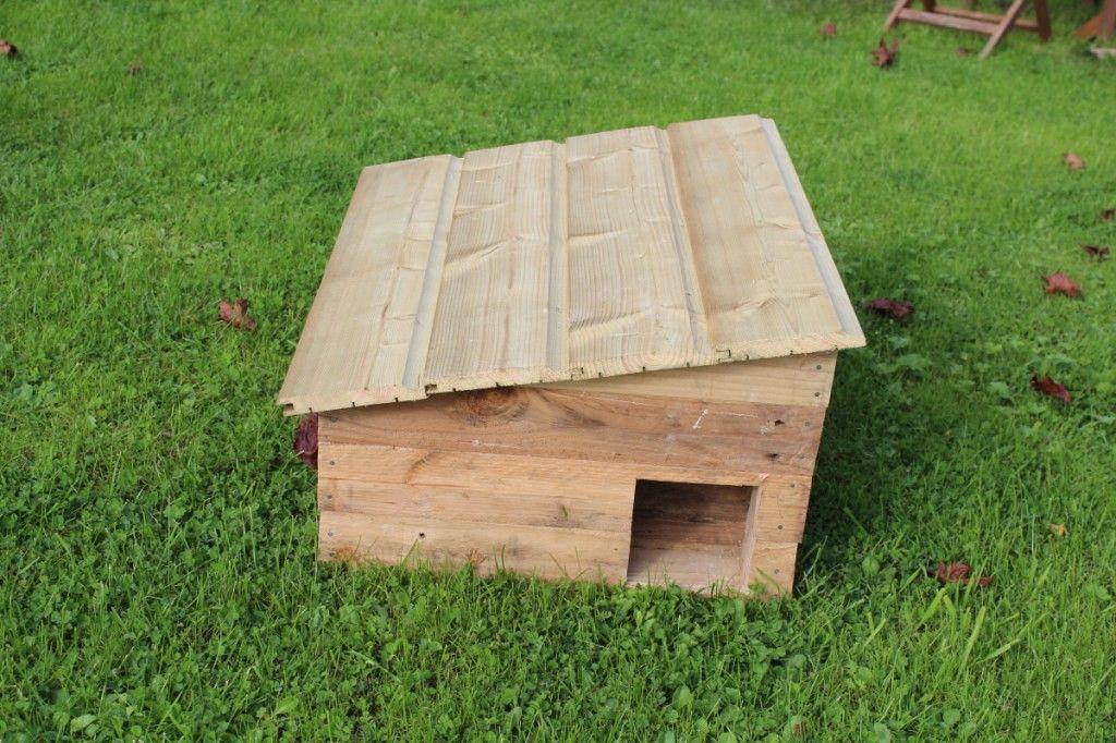 Tuto de la cabane pour h rissons deco jardin for Herisson decoration jardin