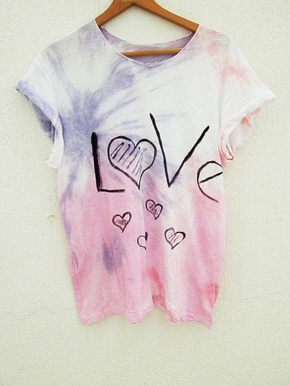 b60dd6404e Camiseta pintada a mano por armarioenruinas en Etsy