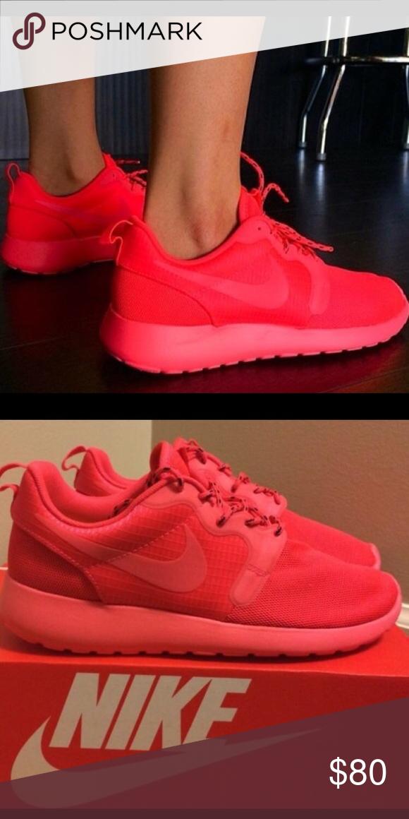 0e41e326aaac2 Nike roshe runs