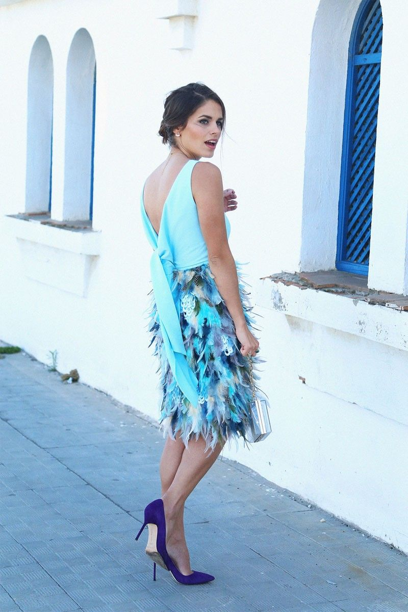 c65d4e5bb vestidos de fiesta cortos en tonos azules con falda de plumas y escote en  la espalda con lazada para boda evento coctel bautizo comunion graduacion  de ...