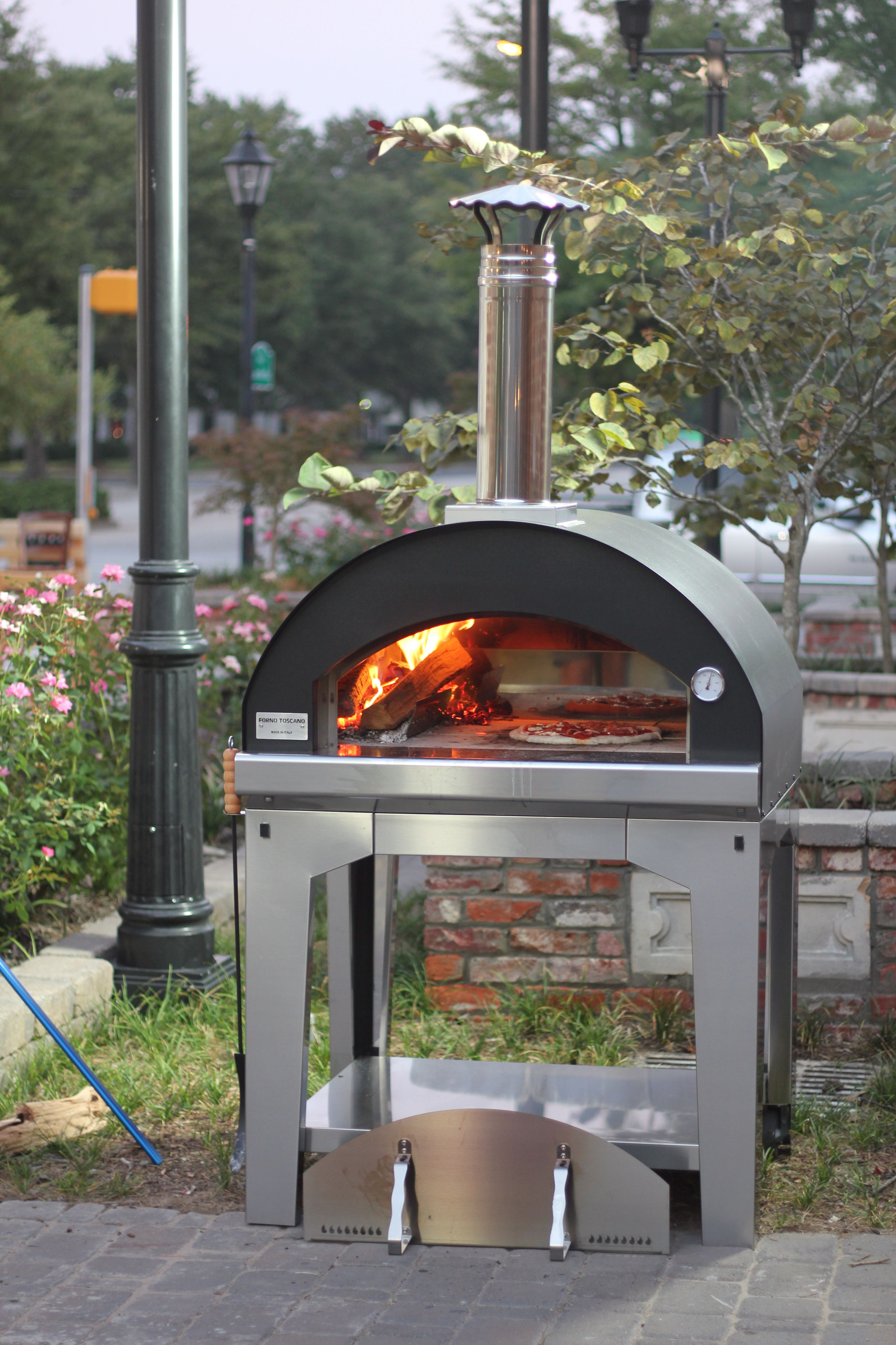 The Mangiafuoco Nero By Forno Toscano A Traditional Style Pizza Oven