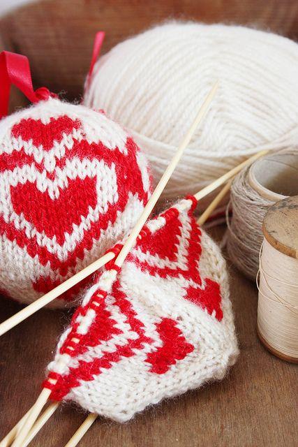 Knitted Christmas balls   Stricken, Weihnachtsschmuck und Weihnachten