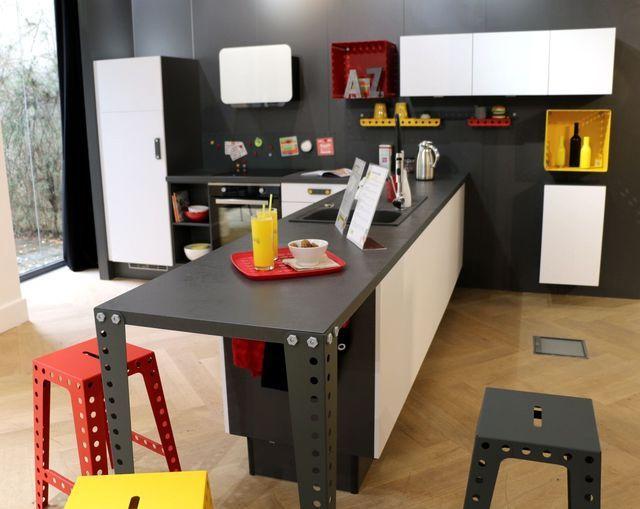 Nouvelles cuisines socoo 39 c des cuisines pour les petits espaces la cuisine ose les couleurs - Cuisine socoo c ...