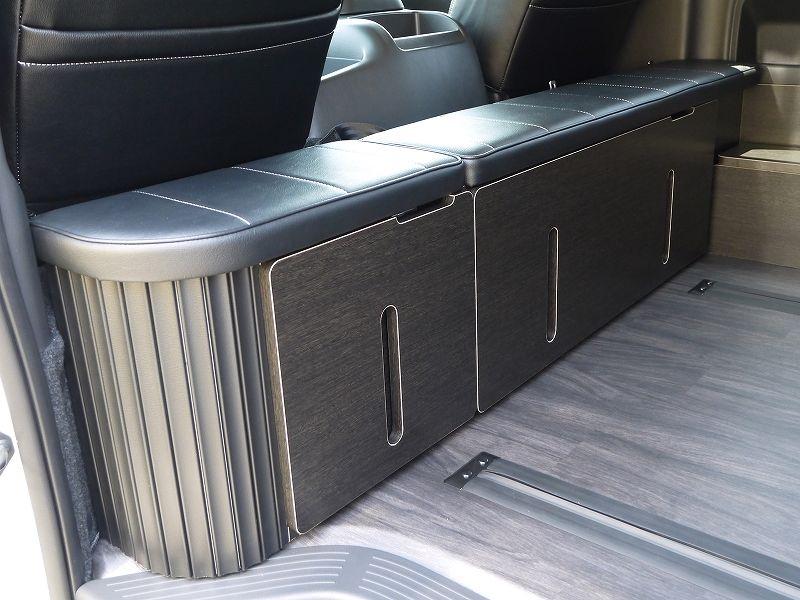 ハイエース200系ワゴン オットマンタイプ 後ろ向きシート 収納時 ハイエース 内装 ハイエース キャンピングカー