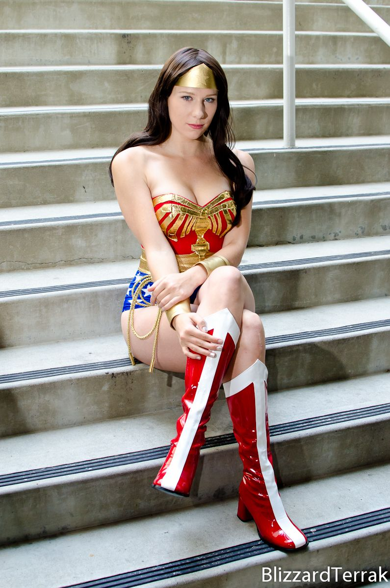 Photo 728354 From Photoshoot Of Wonder Woman Photographed