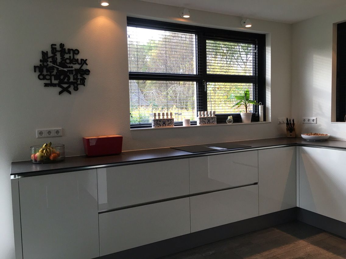 Strakke Witte Keuken : Strakke witte keuken met bora afzuiger en inductie keukenideeën