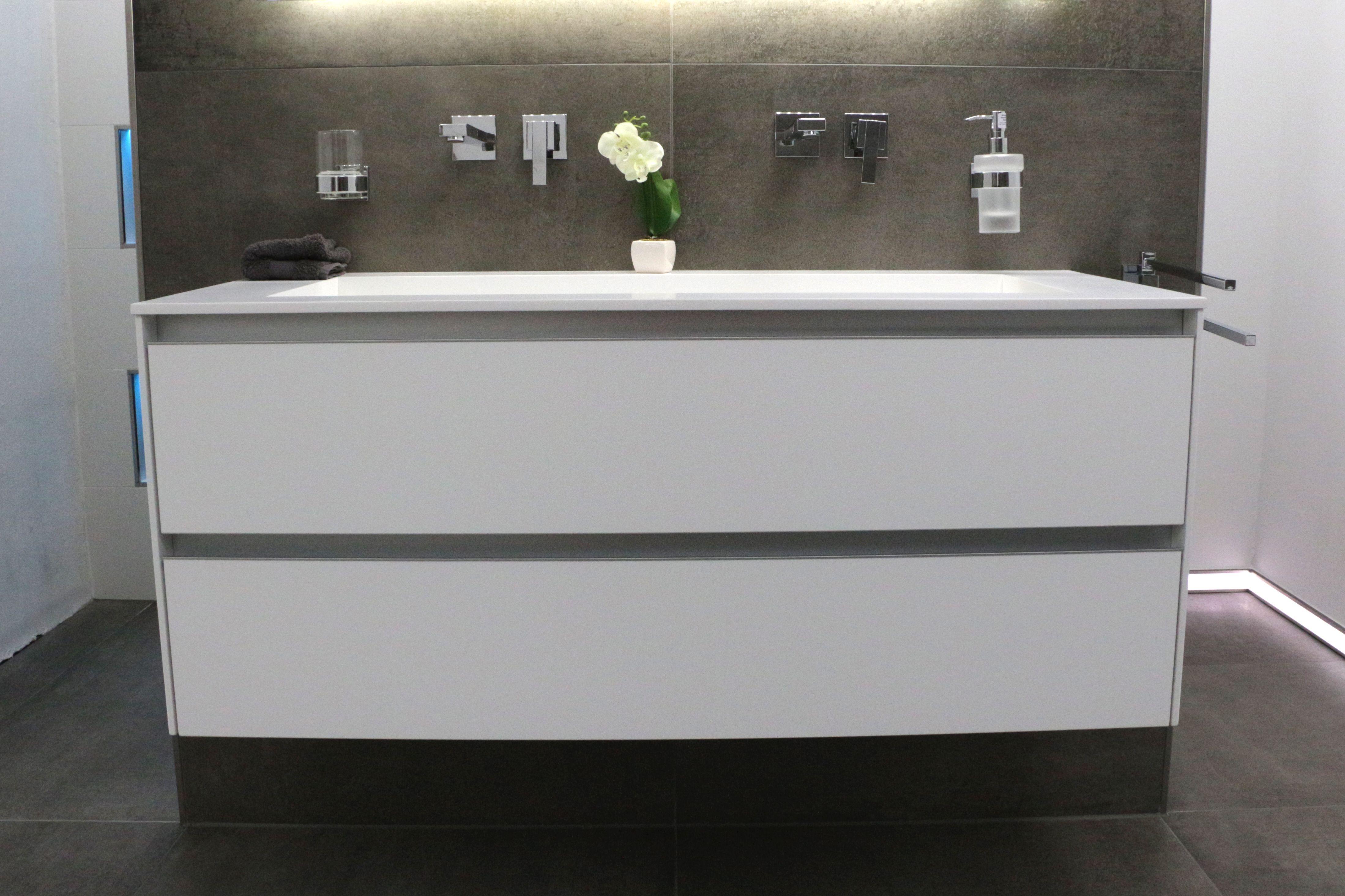 Griffloser Waschtisch Auf Anfrage Bei Uns Www Franke Raumwert De Bad Badezimmer Fliesen Waschtisch Unterschrank Betonopt Badezimmer Unterschrank Fliesen