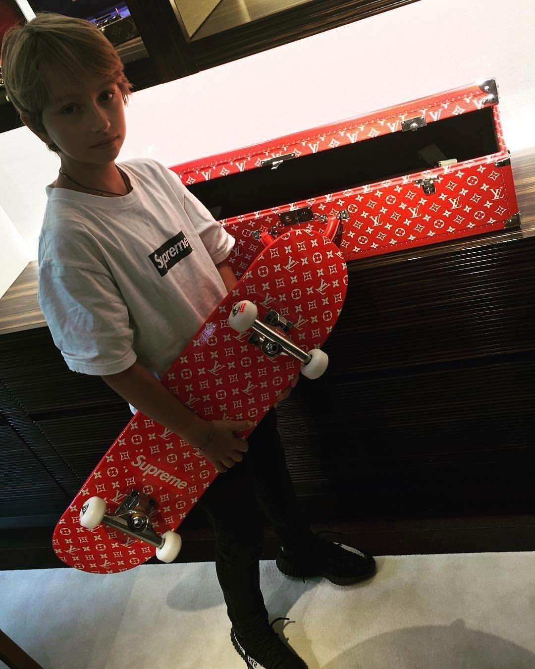 22ca5ff6a3f ... Supreme x Louis Vuitton skateboard and trunk ...