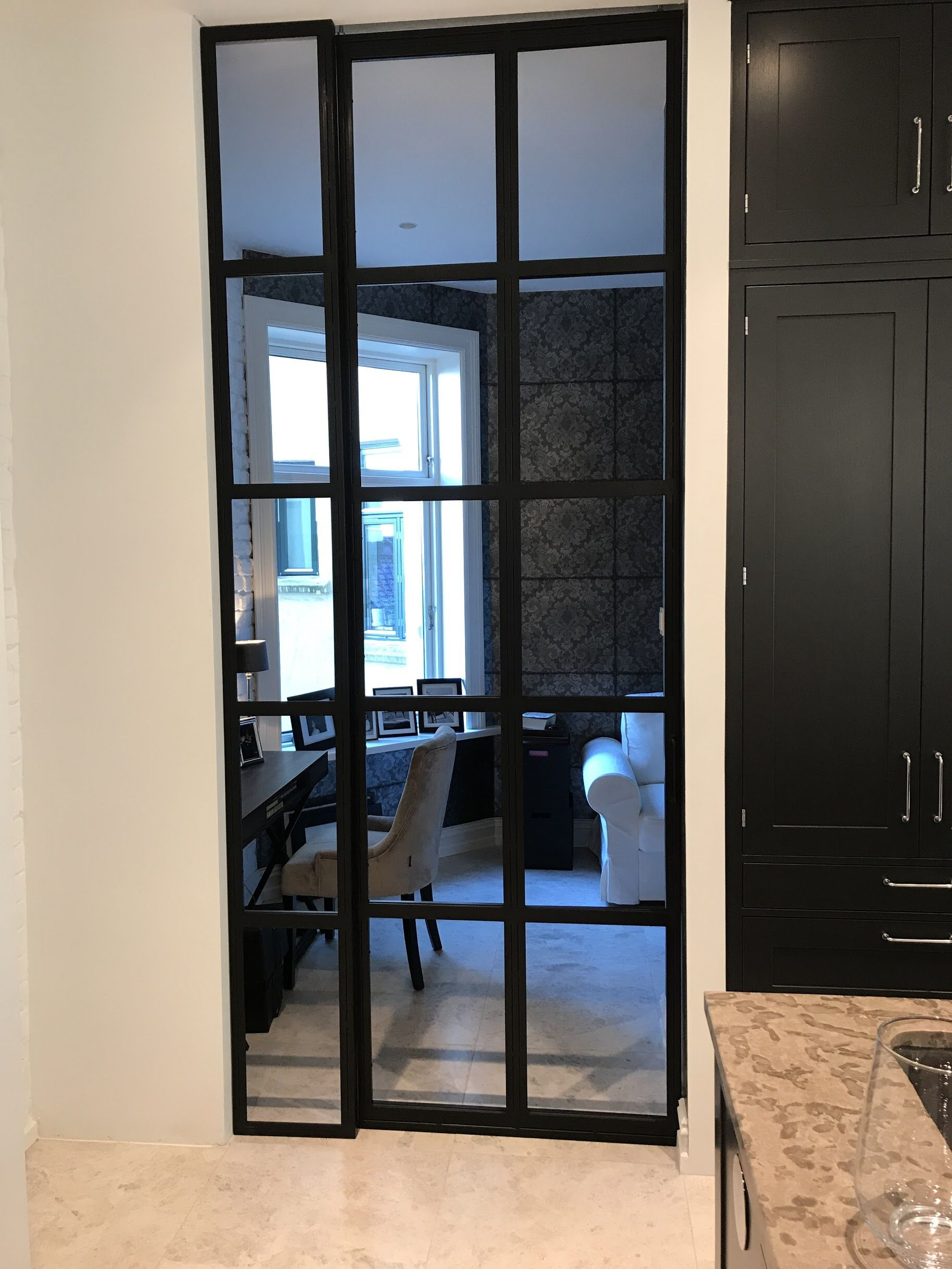 Steel and glass door with fixed sidefield