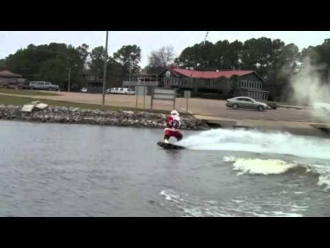 Wakeboarding Santa Stops Traffic in Mississippi | http://newsocracy.tv