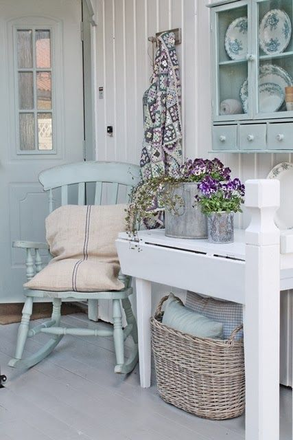 Shabby chic in white and pale teal a lovely corner - Telas shabby chic ...