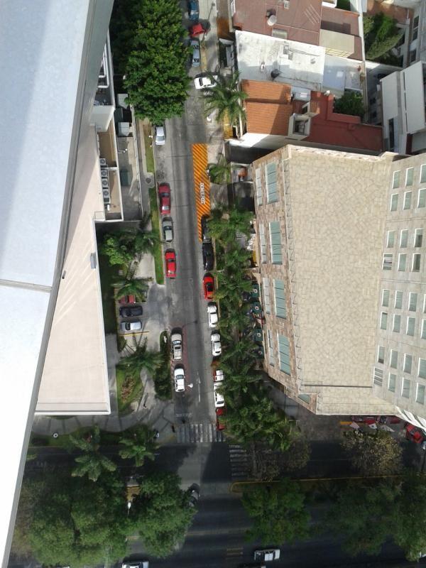 ¿Y la tolerancia a que se debe? Raya amarila y linea de bomberos  10/05/2012