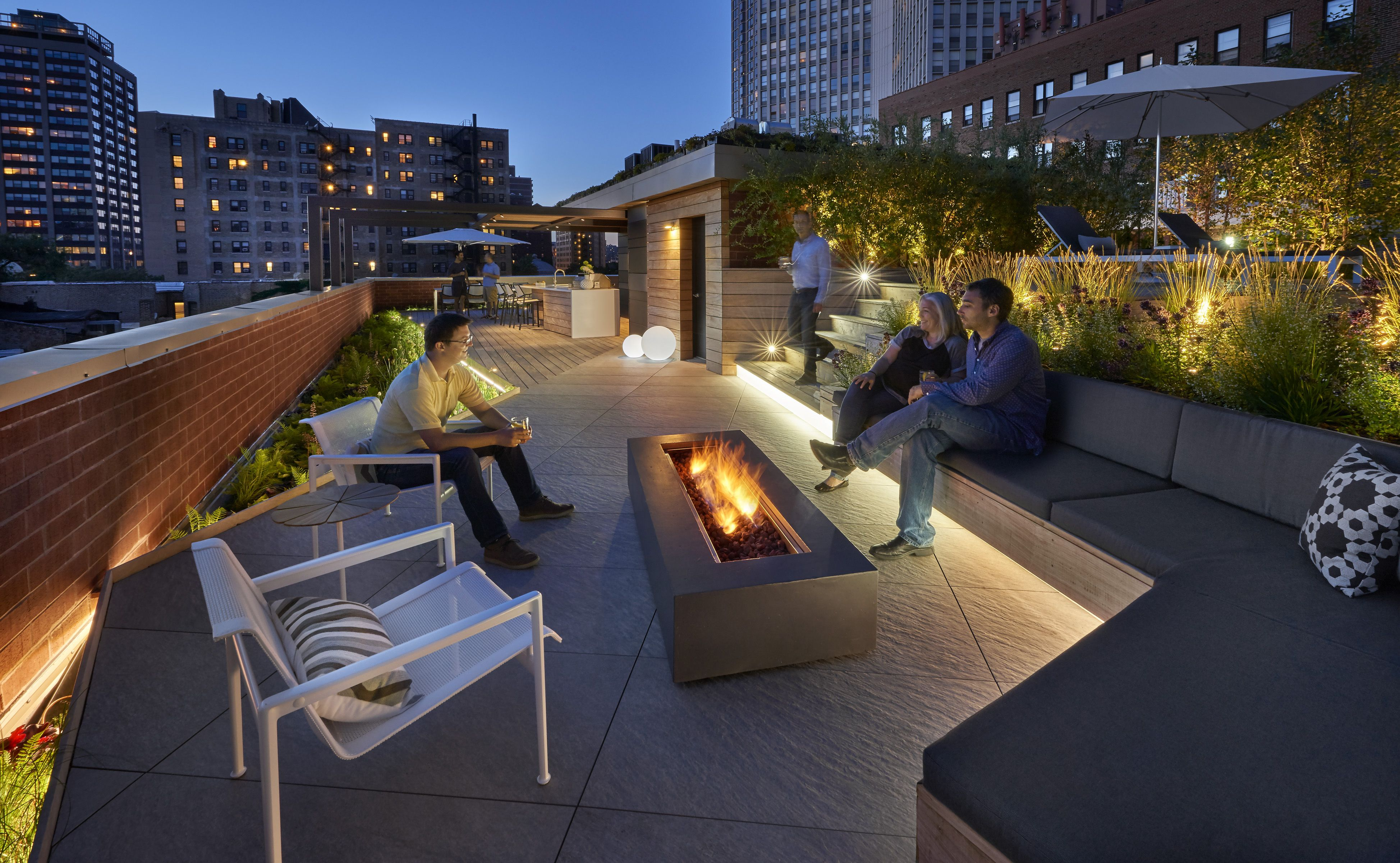Dspace-rooftop Yard- Outdoor Lounge With Fire Pit Dspace