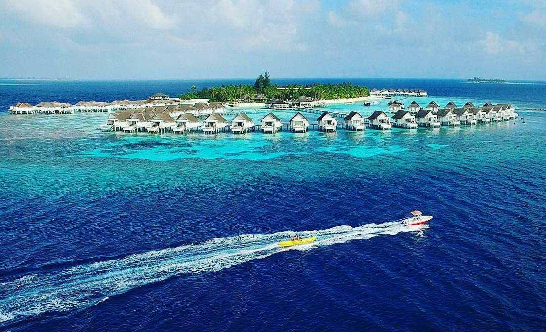 The Maldives Island's   Central Grand Island Resort  #maldives #summer #resorts #island #aerial #watersports #drone #villa #private #holiday #finditliveit #bliss #ocean #asia #sea #traveltheworld #igtravel #blue #live #travelmore #relax #nature #perfection
