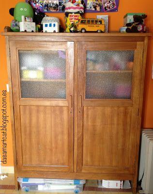 Restauración de un armario para su uso en guardar materiales. via dasmartcat.blogspot.com.es