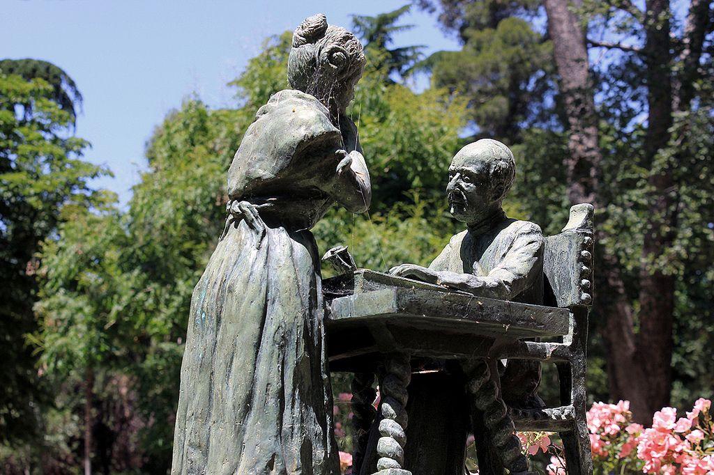 El Parque del Retiro (no confundir con los Jardines del Buen Retiro), popularmente conocido como El Retiro, es un parque de 118 hectáreas (1,18 km²) situado en Madrid. Es uno de los lugares más significativos de la capital española.  Los jardines tienen su origen entre los años 1630 y 1640, cuando el Conde-Duque de Olivares (Gaspar de Guzmán y Pimentel), valido de Felipe IV (1621–1665), le regaló al Rey unos terrenos que le habían sido cedidos por el duque de Fernán Núñez para el recreo de…