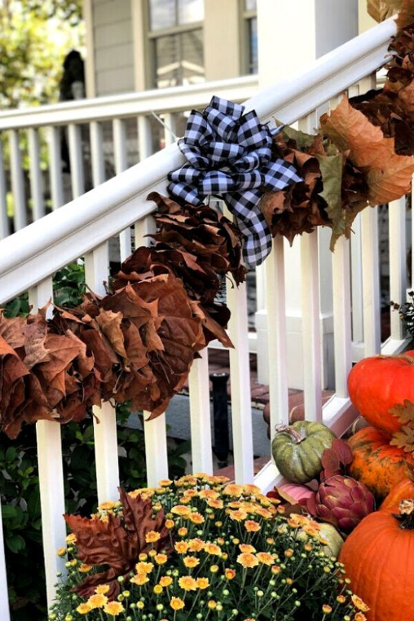 Check out these easy and cheap fall decorations for you front door or porch. Get into the holiday season spirit with these quick DIY fall crafts to decorate your front deck. #hometalk