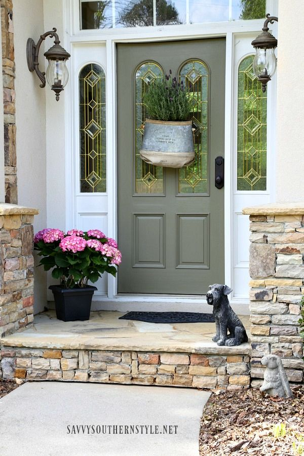 Savvy Southern Style: Vintage Front Door Decor Idea for Spring ...