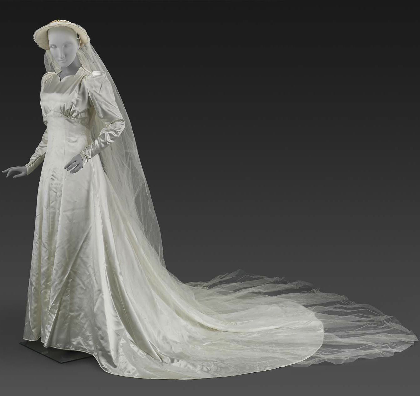 Woman S Wedding Dress Dress And Veil Made For Filenes Department Store Boston About 1938 Dre Womens Wedding Dresses Wedding Gowns Vintage Wedding Dresses