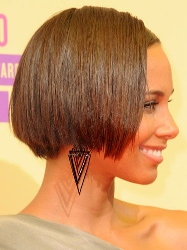 Short: Alicia Keys Keys' chic, short, graduated bob won't work on round faces. But for longer face shapes, this cut can give you a major lift. Just make sure your hair hits at the cheek area, which will balance you out, as opposed to at the jaw line, which will elongate your face.