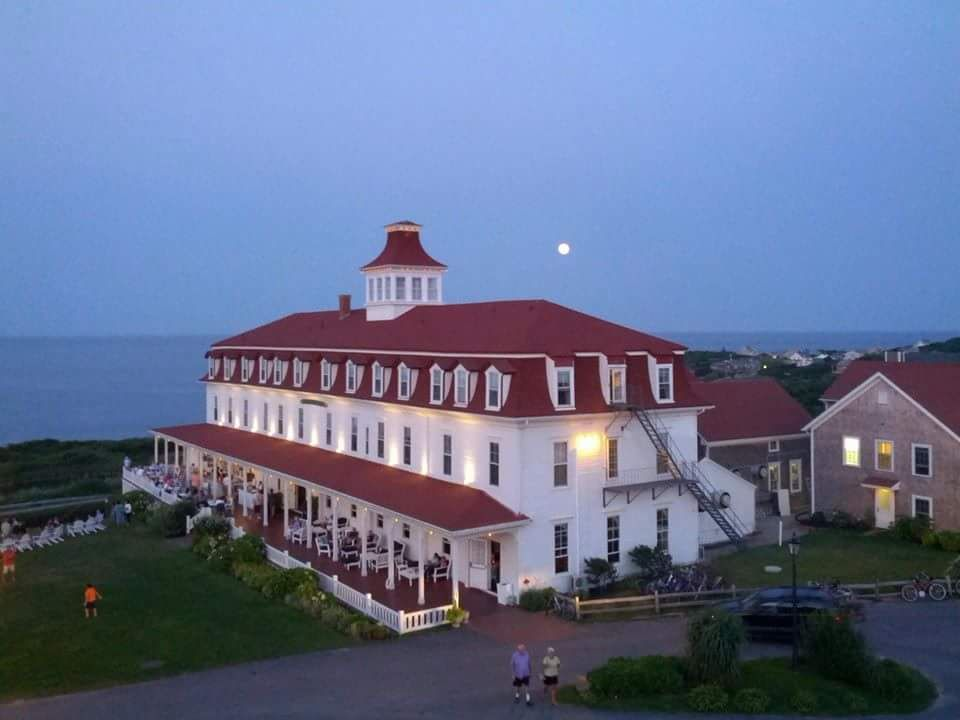 The New Moon Over One Of England S Gorgeous Victorian Hotels Spring House Block Island Rhode Islandnew