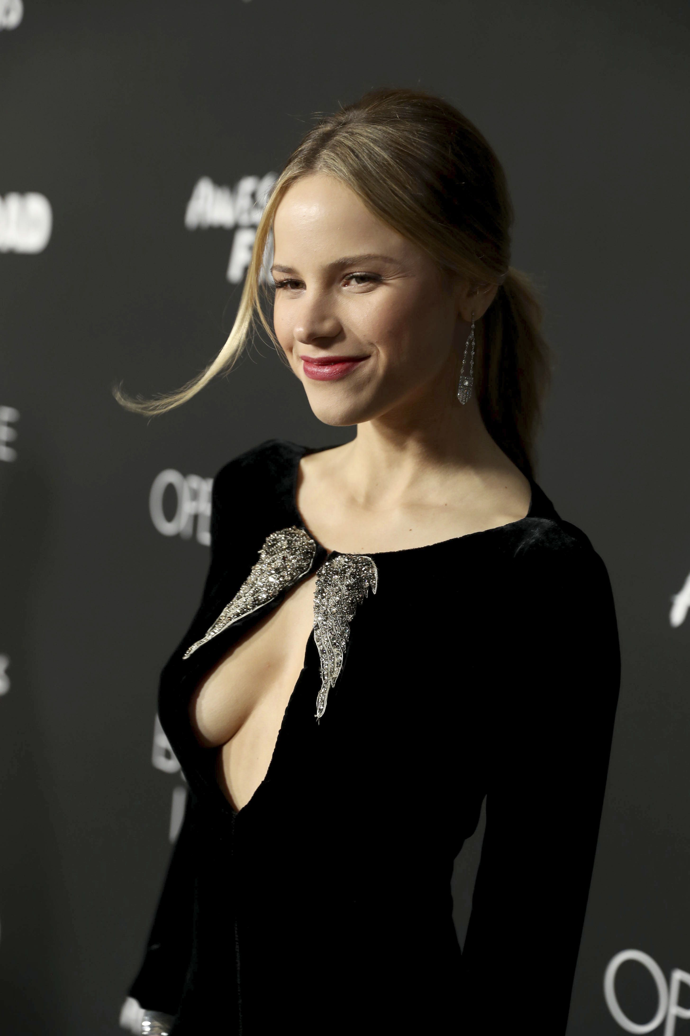 Cleavage Halston Sage nude (94 photo), Ass, Sideboobs, Feet, butt 2020